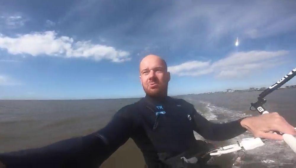 Un kitesurfista graba un gigantesco asteroide sin darse cuenta