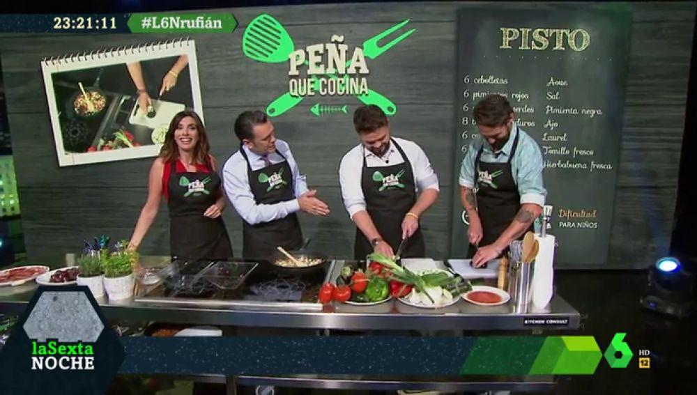 """Rufián inaugura 'Peña que cocina' con mucho humor: """"Entre la butifarra y el jamón, siempre jamón"""""""