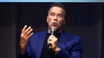 Arnold Schwarzenegger ante los medios