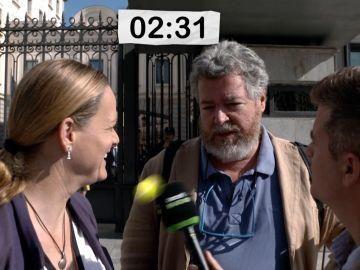 Cara a Cara entre Juan López de Uralde y Zaida Cantera a las puertas del Congreso.