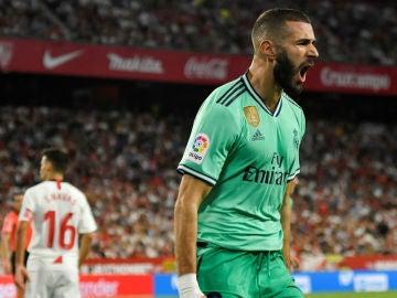 Karim Benzema celebra un gol ante el Sevilla