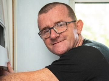 Imagen del fontanero que ha recibido 90.000 euros en donaciones