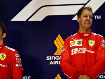 Leclerc y Vettel, en el podio de Singapur