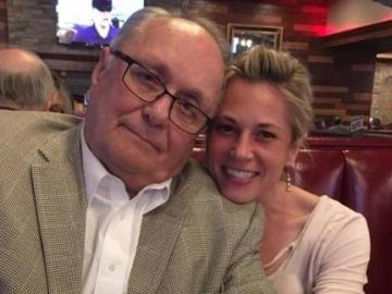 Natalie Coffey Bunting con su padre