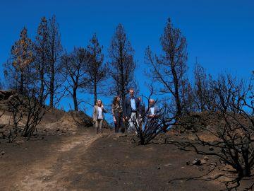 Los reyes Felipe y Letizia, junto con Nadia Calviño, visitan las principales zonas afectadas por los incendios de agosto.