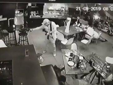 Cuatro muertos y tres personas heridas en un tiroteo en una cafetería de México