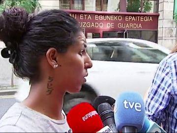 """Habla la mujer de uno de los detenidos por la violación múltiple en Bilbao: """"Juro que no ha hecho nada, está 24 horas conmigo"""""""