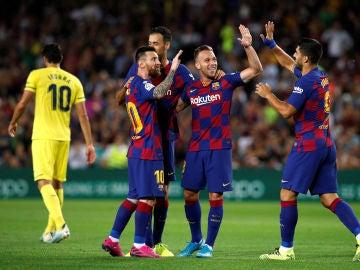 Los jugadores del Barça celebran el gol de Arthur contra el Villarreal