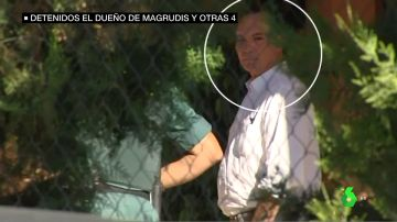 El dueño de la empresa de Magrudis durante el registro de su vivienda