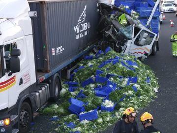 La colisión entre dos camiones en Málaga