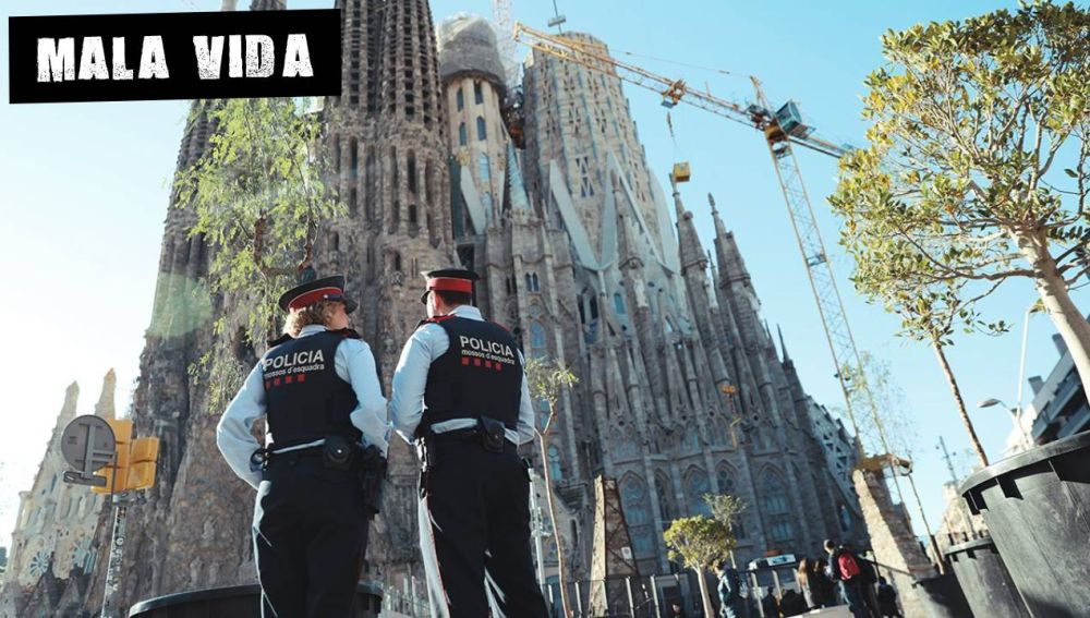 Agentes de los Mossos en la Sagrada Familia