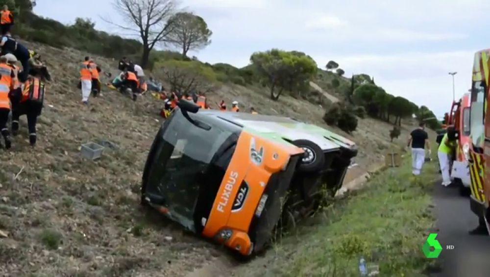 Al menos un muerto y 17 heridos en el accidente de un autobús entre Barcelona y Burdeos