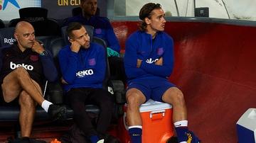 Griezmann, en el banquillo del Barça