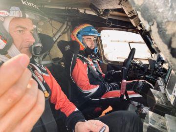 Marc Coma y Fernando Alonso, en el rally de Marruecos