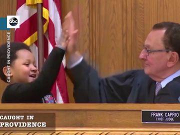 La entrañable conversación de un juez con un niño de cinco años sobre la condena de su padre