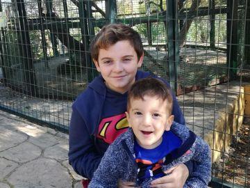 Rubén, junto a su hermano Sergio