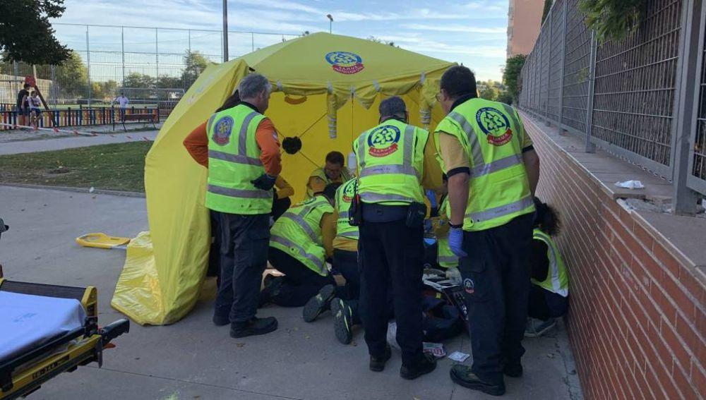 Emergencias atiende a la víctima en Carabanchel