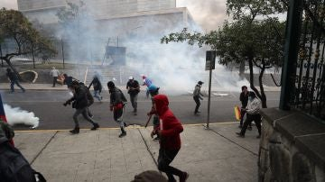El presidente de Ecuador traslada el Gobierno a Guayaquil ante la protesta de miles de indígenas en Quito