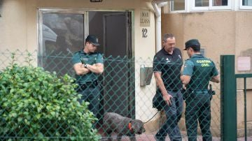 Portal del domicilio de la detenida por el crimen de Castro Urdiales
