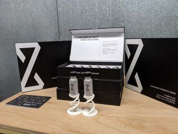 Dos frascos de ZBiotics, una bebida para combatir la resaca