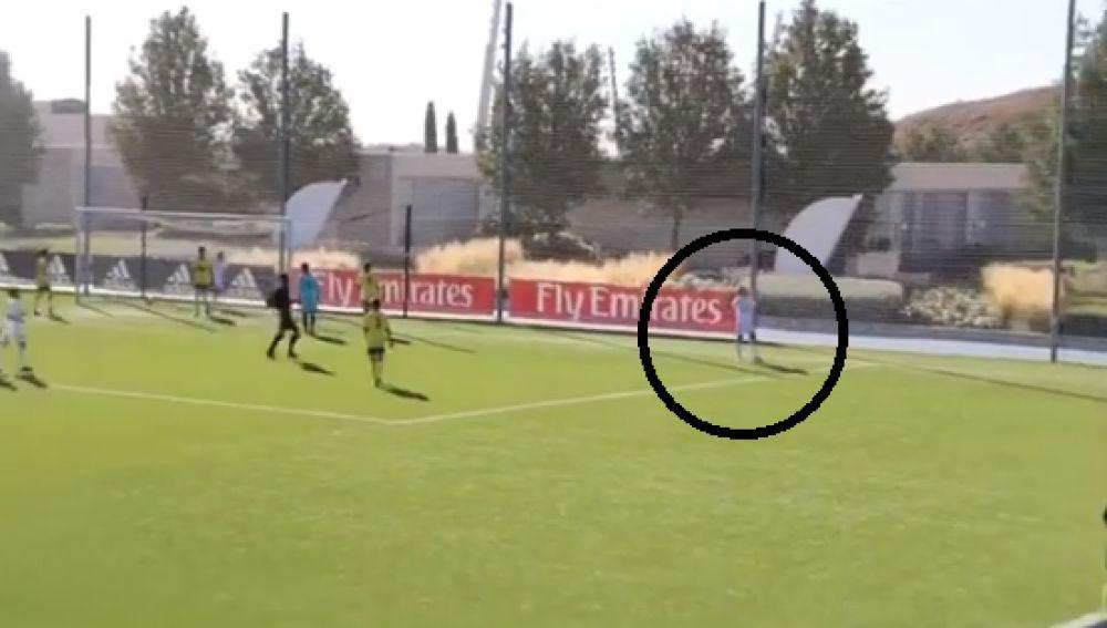 El hijo de José Antonio Reyes celebra su primer gol con la camiseta del Real Madrid