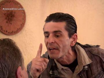 """Carlos pierde los nervios ante el cinismo de Emilio: """"No te rías de mí que te cojo y te rompo, cabrón"""""""