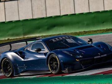 Valentino Rossi, dentro del Ferrari 488GT3 en el circuito de Misano.