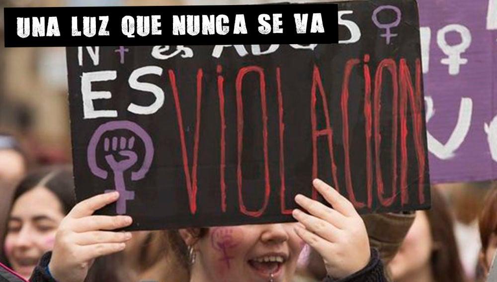 """Pancarta """"No es abuso es violación"""""""