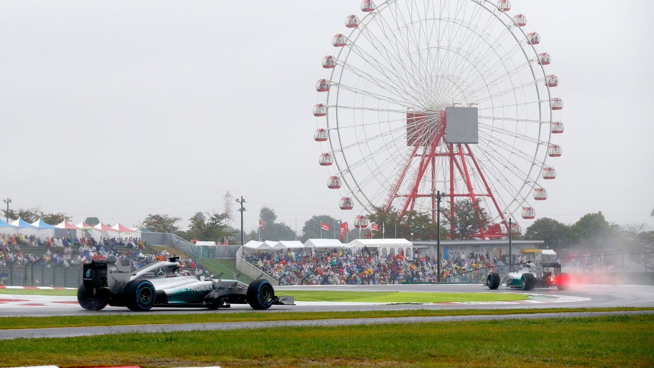 Un Mercedes rueda bajo la lluvia en Suzuka