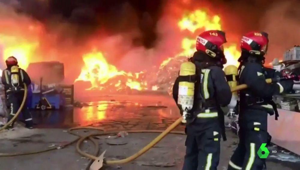 Arde sin control una planta de reciclaje en Betxí, Castellón