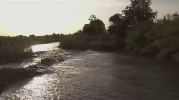 Paseo por los desechos del Segura: el recorrido de miles de residuos plásticos por un río destrozado por la contaminación