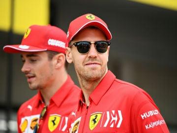 Sebastian Vettel y Charles Leclerc