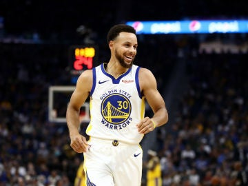 Stephen Curry sonríe