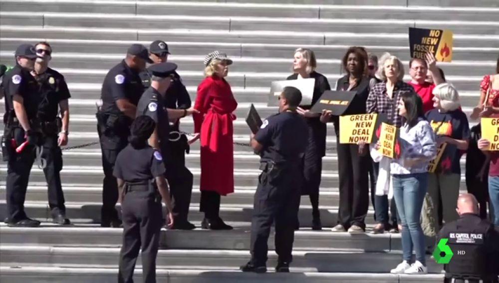 Momento de la detención de la actriz Jane Fonda