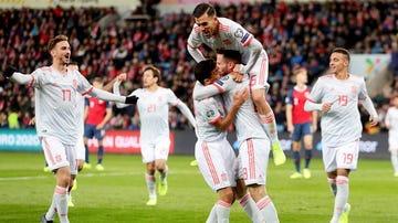 España celebra un gol ante Noruega