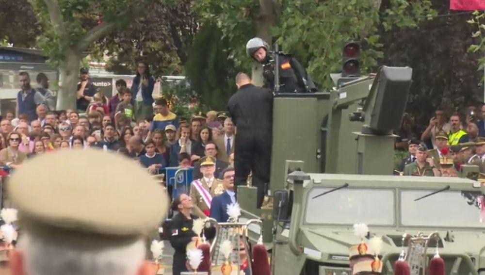 Así ha sido el rescate al paracaidista que ha chocado contra una farola en el desfile del Día de la Hispanidad