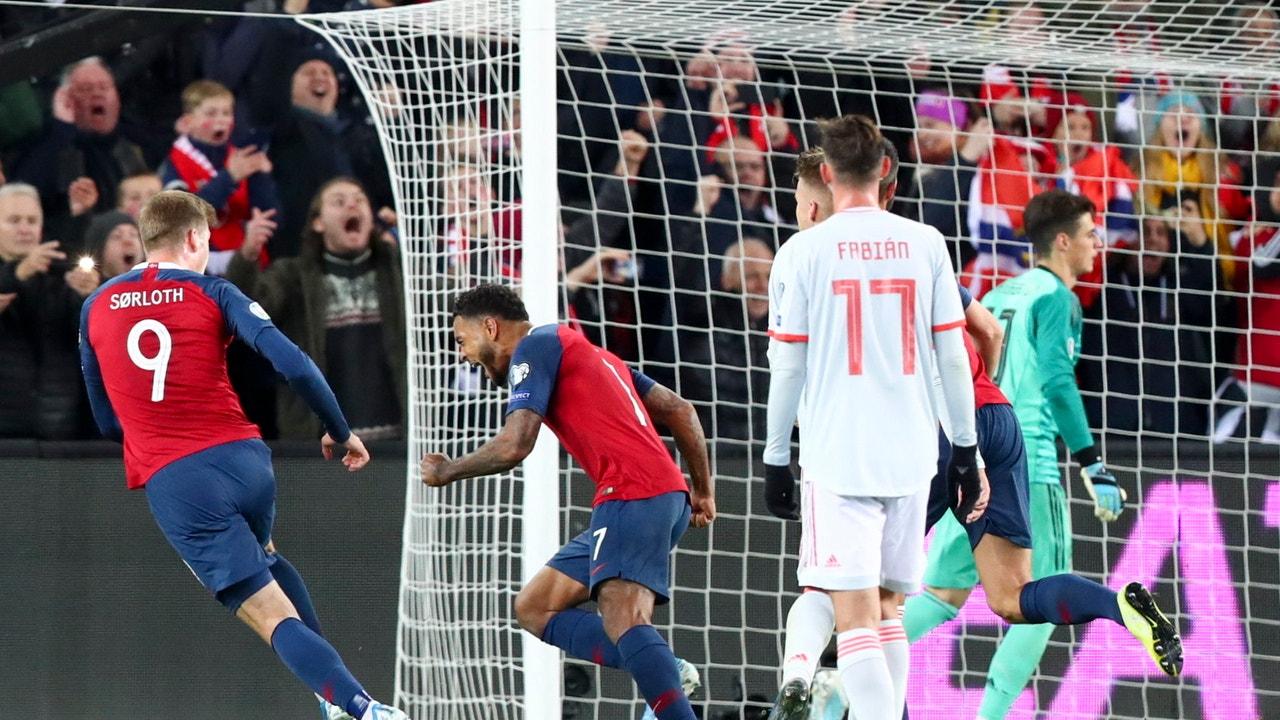 Joshua King celebra el empate ante España