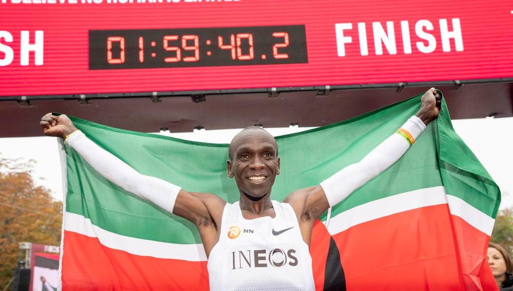 Deportes Antena 3 (12-10-19) Kipchoge hace historia y logra bajar de las 2 horas en un maratón
