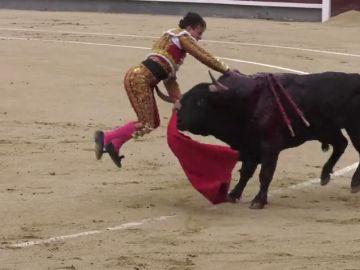El momento de la sobrecogedora cogida al torero Gonzalo Caballero, novio de Victoria Federica, en Las Ventas