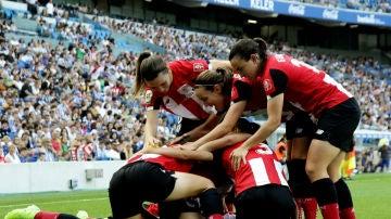 Las jugadoras del Athletic celebran un gol en Anoeta