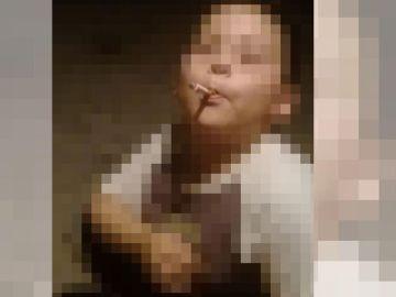 El padre envió por Whatsapp a la hermana de su expareja una foto del pequeño con un cigarro en la boca.