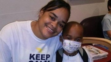 Kaylene Bowen junto a su hijo Christopher