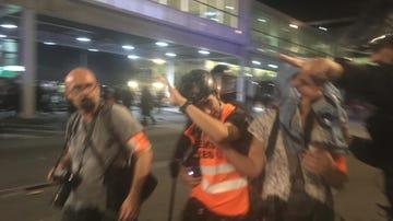 Periodista herido durante las protestas en el aeropuerto de El Prat