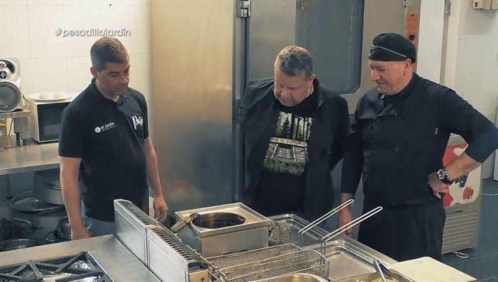 """Chicote inspecciona la cocina de El jardín del pensador: """"Esto está más negro que los c****** de un grillo"""""""