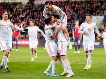 Los jugadores de la Selección celebran un gol