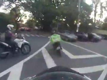 Espectacular persecución de varios policías a un repartidor en moto en Brasil