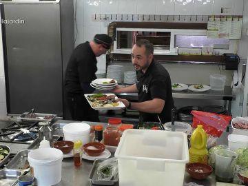 El camarero de El jardín del pensador estalla con el cocinero