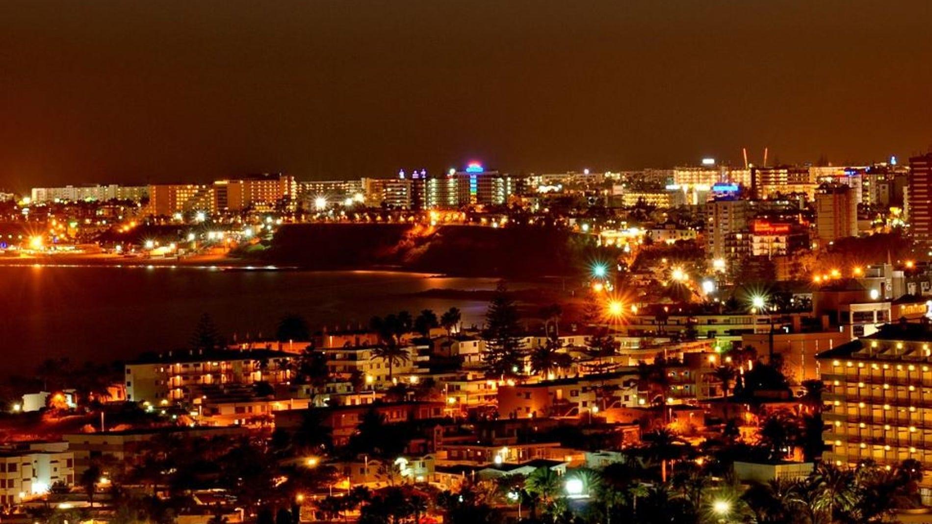 Los turistas consumen entre el 12 y el 16 de la electricidad de Canarias