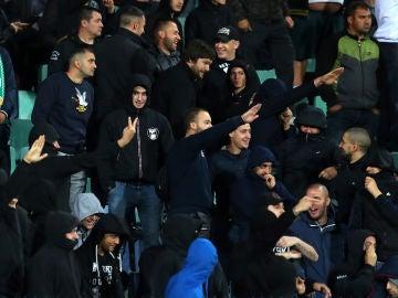 Radicales búlgaros, durante el partido contra Inglaterra