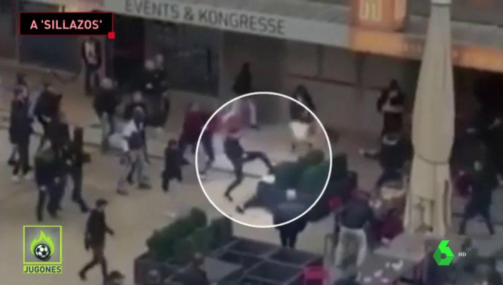 Salvaje pelea entre ultras de Feyenoord y Young Boys: patadas en el suelo, sillazos...